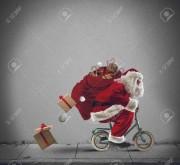 34279955-santaclaus-livraison-des-cadeaux-avec-un-petit-vélo